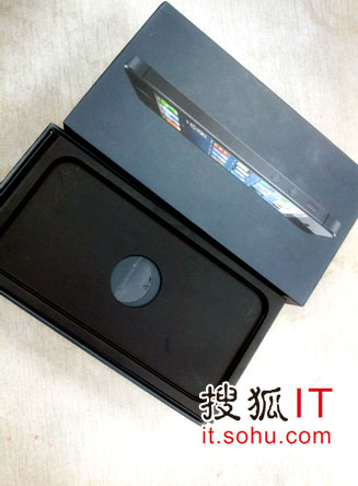 渠道商方展示电信版iPhone 5包装