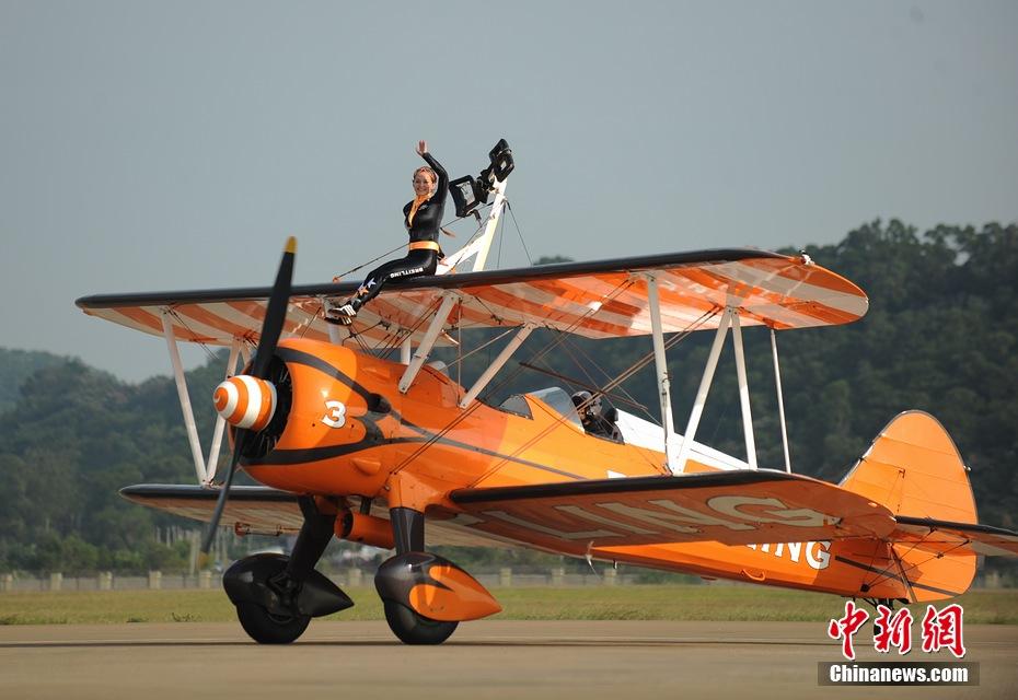 11月11日下午,欧洲 百年灵 机翼行走飞行表演队表演了精彩...