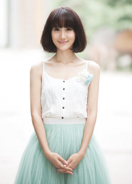 李丹妮饰演的办公室女经理刘敏本与二女婿王龙华擦