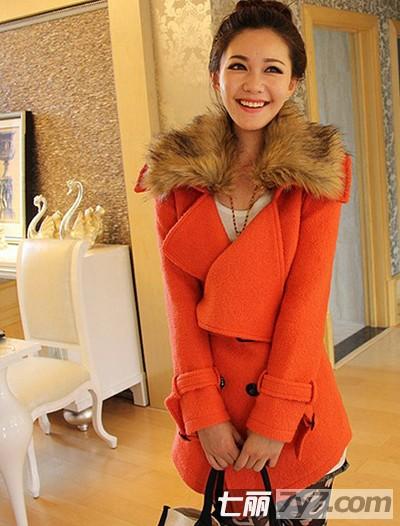 橘红色外套搭配