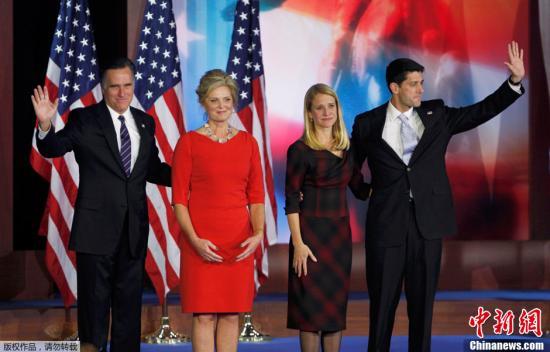 2012年美国大选结果于当地时间7日凌晨出炉。奥巴马目前已经获得274张选举人票,成功连任。图为在波士顿,罗姆尼发表完败选演讲后,与妻子以及副手瑞安夫妇上台感谢支持者。