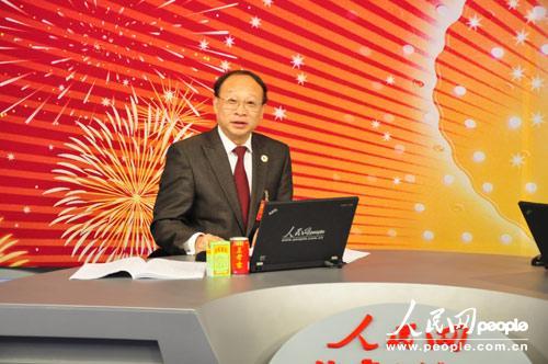 十八大代表、雅安市委书记徐孟加做客人民网(人民网摄影记者 王甲)