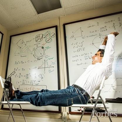 一人一台电脑1000万学员:汗学院如何颠覆教育