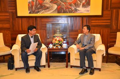 双方一致认为,热索瓦与西藏吉隆公路的开通为两国经贸和社会人文各领域交流创造了更好的条件,未来合作前景光明。
