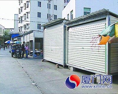 小摊贩建移动铁皮屋抢占摊位 装空调可住人(图)图片