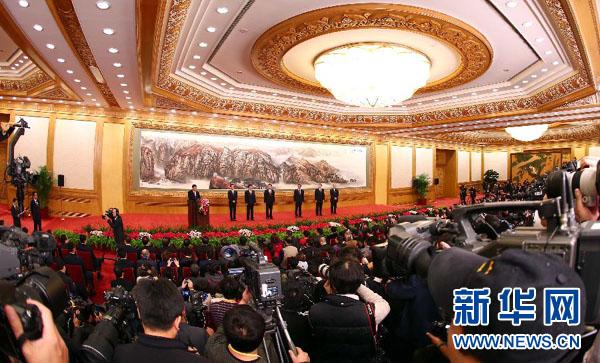 习近平等十八届中共中央政治局常委同中外记者见面