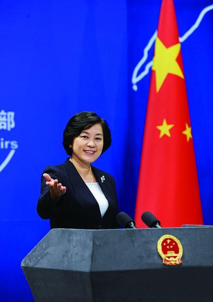 在下午例行记者会结束前,外交部发言人,新闻司司长秦刚将华春莹
