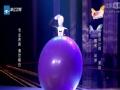 """《中国梦想秀》片花 """"头套男""""演绎神奇气球秀 为朋友重燃求生希望"""