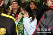 幻灯:京城球迷机场送行帕切科 女粉丝流泪难舍