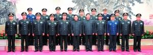 11月16日,胡锦涛同志和中共中央总书记、中央军委主席习近平与出席中央军委扩大会议的新老军委领导合影。新华社 图