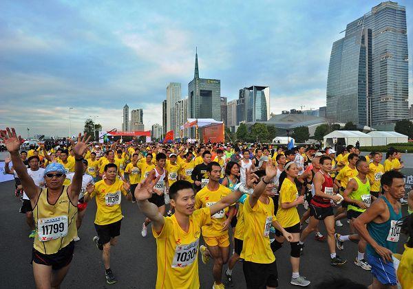 2012年首届广州马拉松正式鸣枪,但现场却传来一个不幸的消息,一