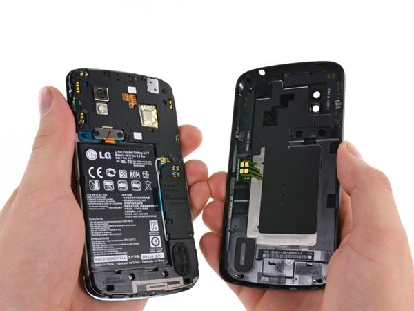 塑料后盖没什么好说的,不过NFC天线、无线充电感应线圈就在这里,固定得很紧。