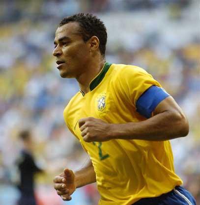 尼奥尔,卡福是巴西队2002年巴西队夺得世界杯的队长,而里瓦尔多图片