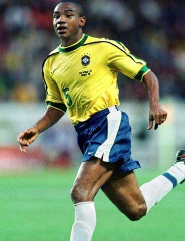 最近一个告别帕尔梅拉斯的大牌球星当属巴西队2002年世界杯夺冠图片