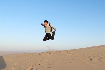 一个人背包旅行背影 一个人背包旅行素描 旅行唯美图片