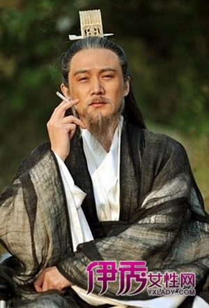 杨幂 胡歌/陆毅版诸葛亮:三国尚未统一,何以解忧,唯有香烟。