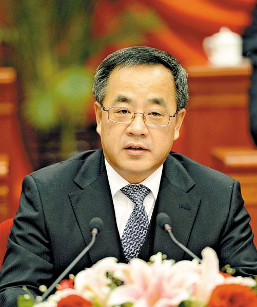 中共中央政治局委员、自治区党委书记胡春华作重要讲话。《内蒙古日报》记者 袁永红 摄