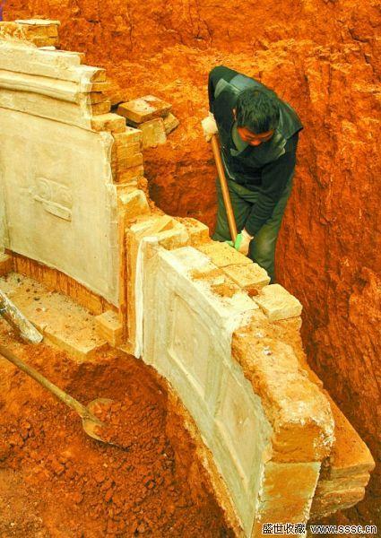 揭秘洛阳唐代古墓整体搬迁 墓室壁画装满12箱