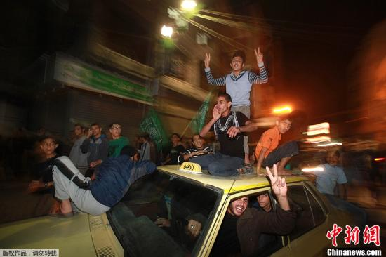 """哈马斯称阿巴斯致电其领导人 对""""胜利""""表祝贺"""