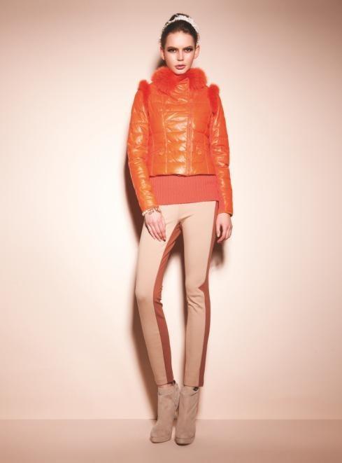 新款 羽绒服 张扬/6、橙色的服饰搭配白色的皮草,让整件服装显得暖意盎然,如衬衫...
