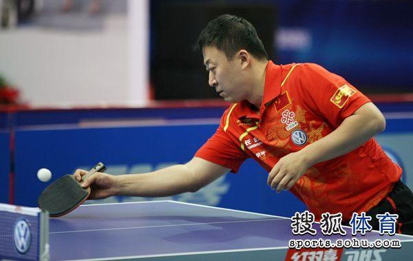图文:乒乓球世界明星挑战赛 马琳回网前球