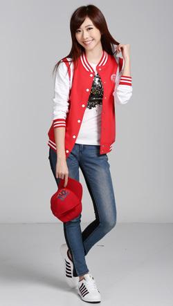 张景岚/张景岚穿KS系列棒球外套。图片来源:台湾《中国时报》