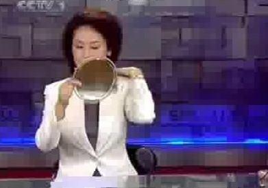 日本天气女主播尿急捂裆遭直播