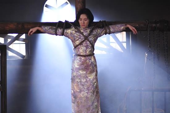 姜宏波棉被被钉子丝绸架上美女剧中十字被图片
