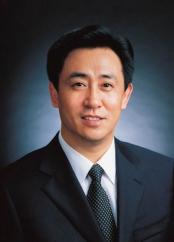 凰周刊》报道,恒大集团恒大地产董事长许家印,这位被誉为第一个