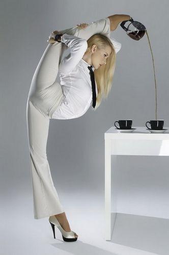 咖啡:俄罗斯图文秀美女种子用脚倒性感美女喝柔术尿图片