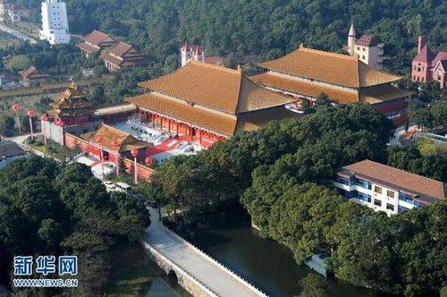 华西村博物馆建成 1比1复制故宫古建 (>>点击看更多)