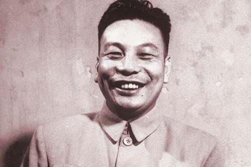 第二代:蒋经国,蒋介石长子。蒋经国和蒋纬国读的是德国军校。