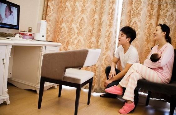 照片中,李小璐一家三口悉数入镜,海量私房照详细解读了他们现在的温馨图片