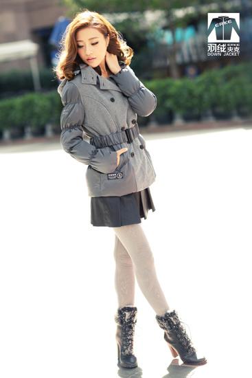 范儿/冬天男生想要英伦风一点,怎么穿合适?用黑色的羽绒夹克+菱格...