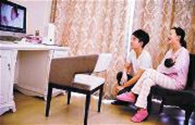 李小璐、贾乃亮在网上晒三口之家的幸福生活