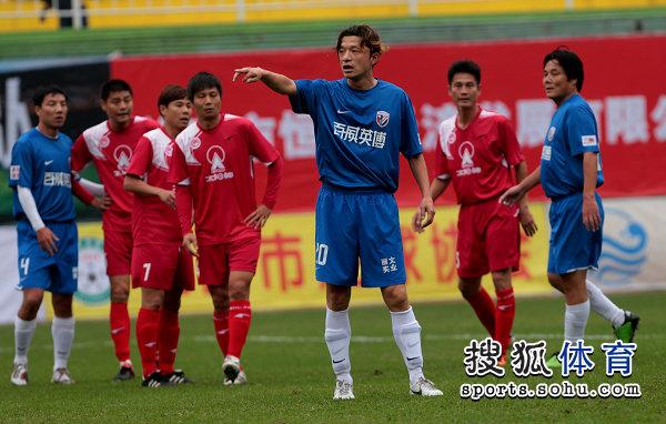 老甲A图片:上海4-3广州夺冠 谢晖指挥队友