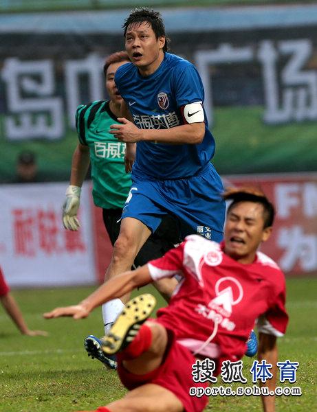 老甲A图片:上海4-3广州夺冠 范志毅突破