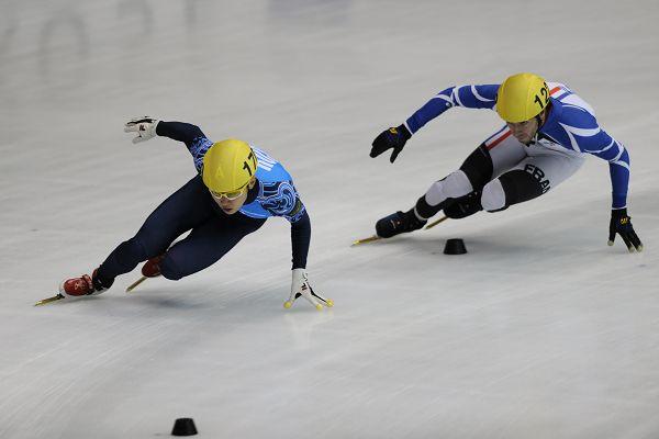 图文:短道日本站第二比赛日 安贤洙在比赛中