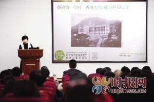 巴蜀中学鲁能校区,香港大学招生组老师正在对