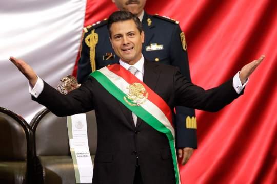 墨西哥城/墨西哥总统培尼亚·涅托12月1日在墨西哥城国民宫宣誓就职