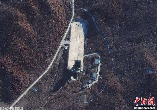 当地时间12月1日,朝鲜宇宙空间技术委员会发言人说,朝鲜将于本月10日至22日间发射卫星。图为国外媒体近日公布的俯瞰朝鲜卫星发射场照片。