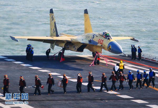 中国航母与美国海军舰队较量挺不过1分钟