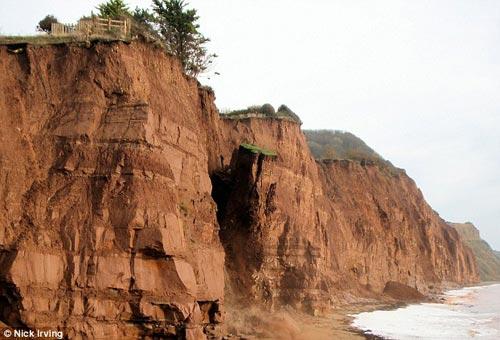 最新v一角侏罗纪海岸线一角悬崖搞笑图乖啦滑落1图-中国学图片