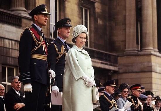 威廉王妃凯特怀孕_英王室宣布凯特王妃怀孕孕期仍处初期阶段-搜狐娱乐