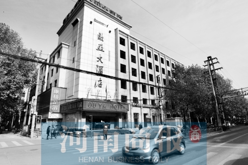 欧亚大酒店的一栋大楼,门窗已被拆除.图片