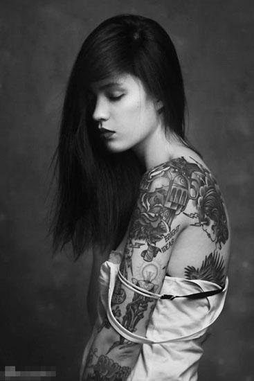 俄罗斯美女惊艳诱惑纹身美图-搜狐女人图片