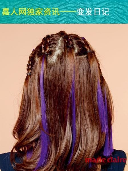 怎样添加假发股,其实非常简单,将发股取中间点对折后分别与两股真发图片
