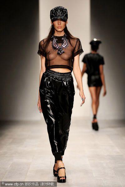 2013春夏时装周各大品牌对透视设计的重视,让我们感觉,不出几年,透图片