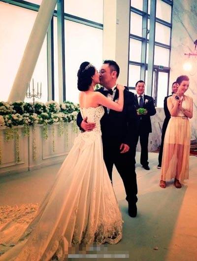 回顾 2012明星婚礼热吻瞬间大盘点