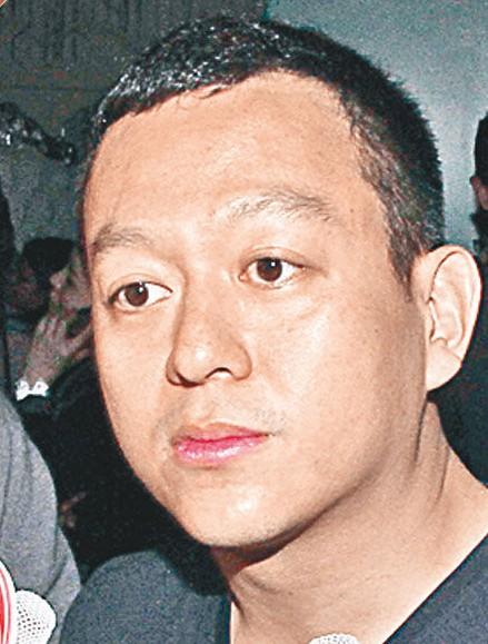 黄浩接受采访。